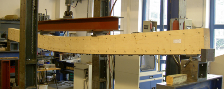 4-Point bending on a screw-reinforced beam