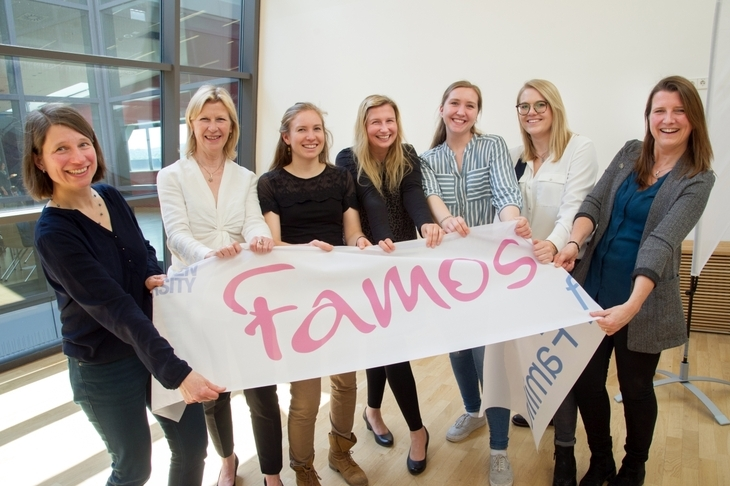"A group of women presenting the ""Famos für Familie"" banner (""Amazingly Family-Friendly"")"